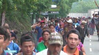 Groeiend stoet van duizenden migranten marcheert naar de VS - RTL NIEUWS