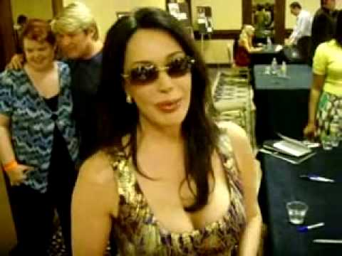 Hunter Tylo (Taylor Hayes) talks about Katherine Kelly Lang (Brooke Logan)