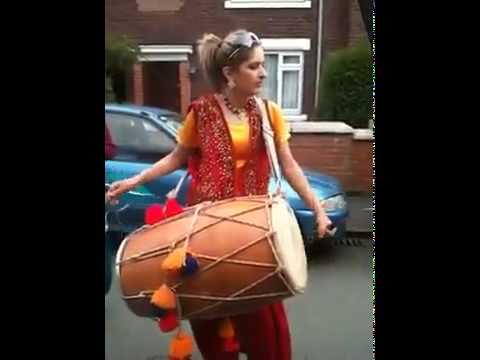 Pakistani Funny Punjabi Girl With Dhool In Uk..mp4 video