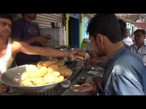 5 Rs Each Puri with Chole Curry | Cheap & Best Tiffins Center in Delhi | Street Food India