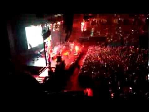 Avril Lavigne – Bad Girl (Live in Bangkok 2014)
