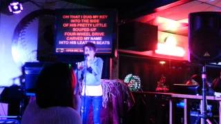 Download Lagu Girl stuns people in bar singing carrie underwood Gratis STAFABAND