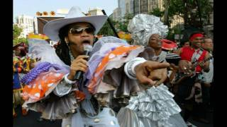 Watch Carlinhos Brown Crendice video