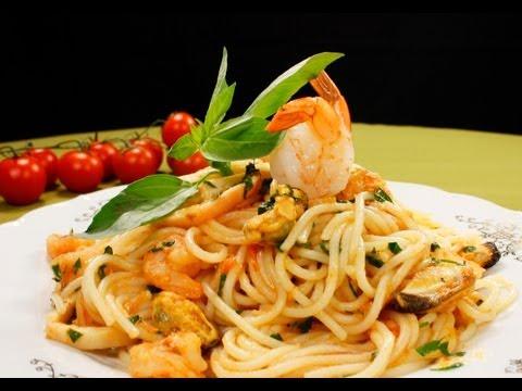 Спагетти с морским коктейлем видео рецепт