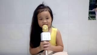 Bé gái siêu cute hát bài Chú cuội chơi trăng với Micro Karaoke Bluetooth kèm loa Tuxun Q7