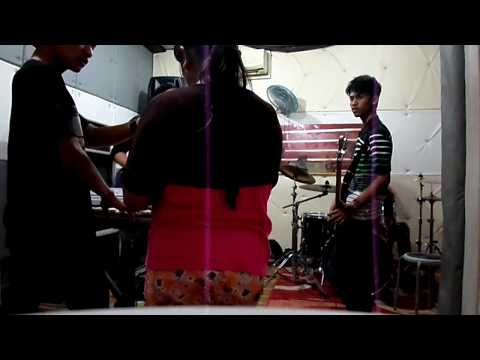 Nobita Band at studio (latihan@iwan fals_bongkar)