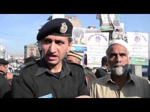 ڈی پی او سوات مجیدعباس خان ٹریفک اگاہی کے دوران