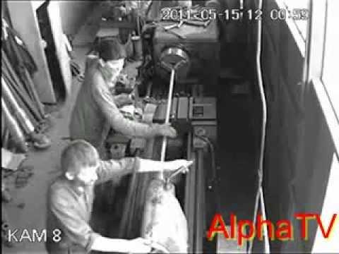 Wypadek przy pracy - Tokarka i bluza z długim rękawem - BHP w prakty...