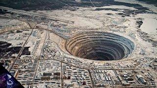Strange and  Mysterious Holes in Earth (HIndi)  धरती पर बने विचित्र गड्ढे