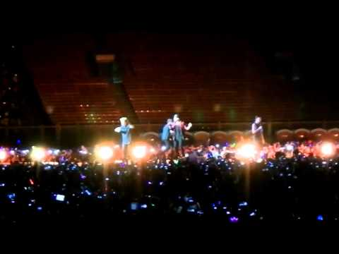 8. One Direction - Kiss You - Otrat - Live In Jakarta 2015 video