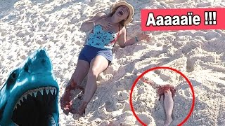 SHARK ATTACK PRANK - BLAGUE sur la PLAGE en VACANCES - HOLIDAYS beach prank