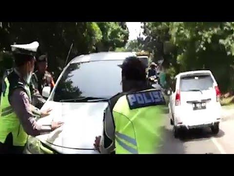 Pengendara Xenia Nekat Terobos Razia di Tangerang padahal sudah Dicegat Polisi Ramai-ramai