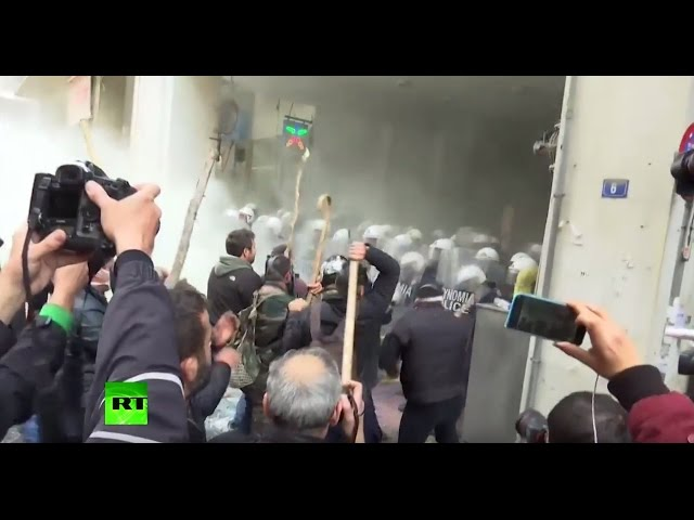 RAW: Greek farmer protesters brutally attack police, storm Agriculture Ministry
