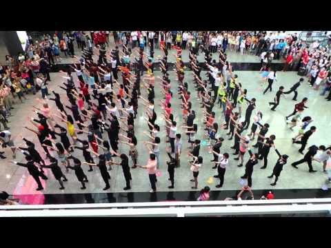 HK Airport Flashmob
