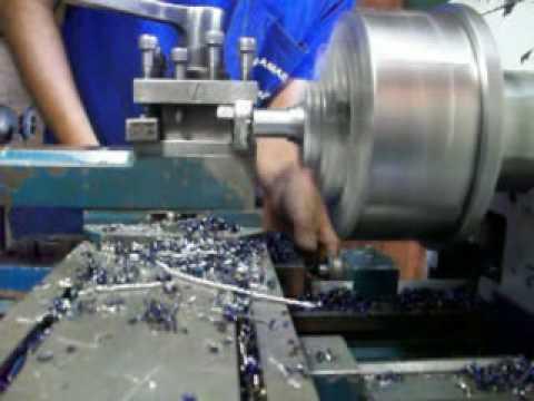 usinagem com torno mecânico