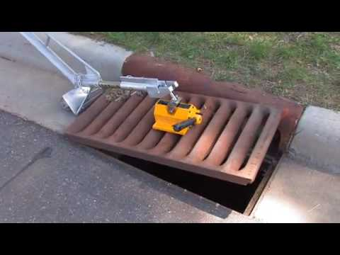 0 BigsEasyLift.com Manhole Lift Demonstration Video