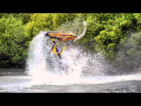 ジェットスキーの神業トリック映像