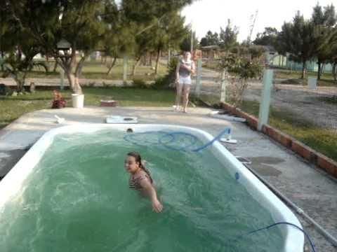 manu e jé na piscina