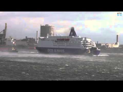 Veerboot DFDS in de problemen bij IJmuiden