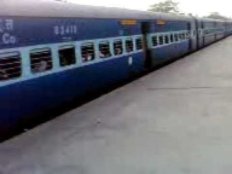 2844 Ahmedabad--puri Sf. Express With Power Brc Wap-4e video