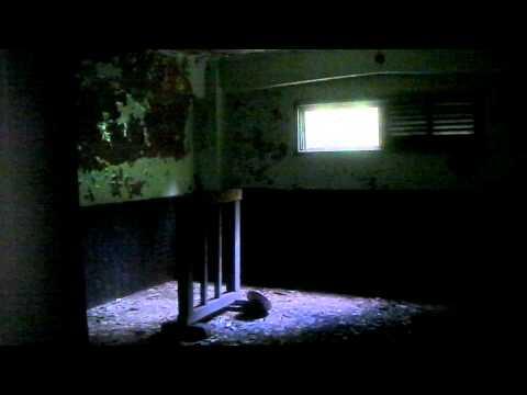 近鉄線旧東青山駅の変電所廃墟