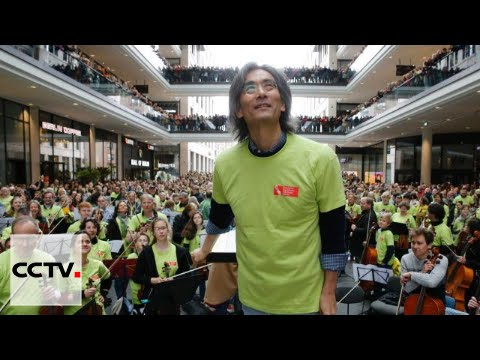 Symphonic Flash Mob: About 1,000 musicians perform in German mall