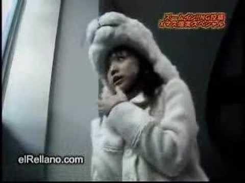 oso polar y niña disfrasada