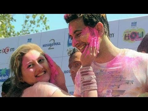 Bollywood hot couples INTIMATE KISS at Holi Party