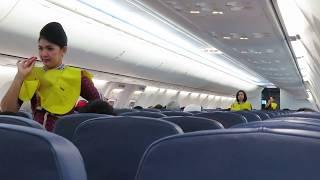 Pramugari Cantik Lion Air Makassar - Bandung Memperagakan  Alat Keselamatan Pesawat