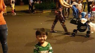 Bé Tin đi chơi Trung thu, Bé xem múa lân | Kids Toy Media
