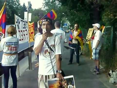 Protest pro Tibet la Ambasada Chinei de la București