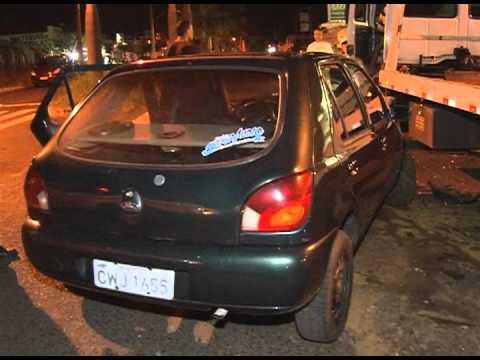Carros se envolvem em acidente no Guarani