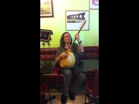 Un américain chante Kurde