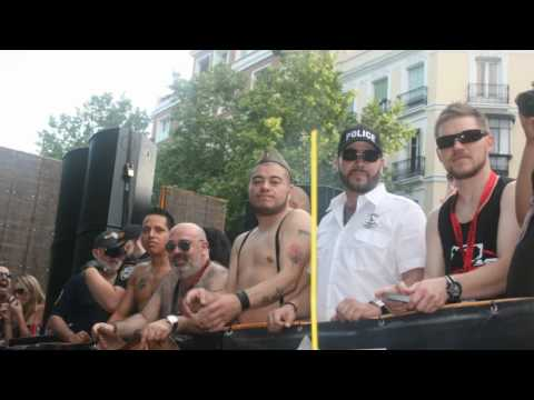 Orgullo Gay Madrid 2010 Carroza Bear Madbear Y Bearcelona video