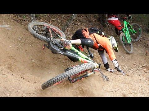 Downhill MTB Crash | EnduAnoia 2016 by Jaume Soler