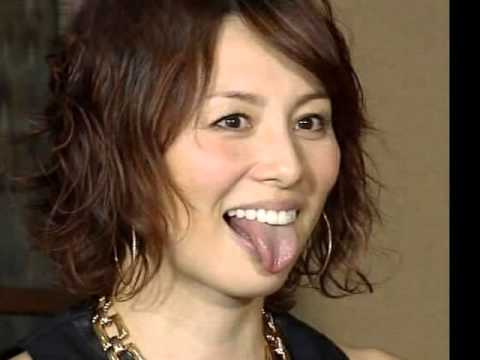米倉涼子の舌出し