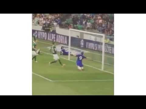 Just another Fernando Torres Open Goal Miss.