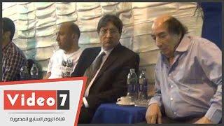 بالفيديو.. غياب تام لنجوم الفن فى عزاء زوجة عبد الله مشرف
