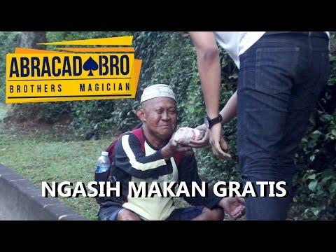 Ngasih Makan Fakir Miskin Pake Sulap - abracadaBRO Street Magic Indonesia