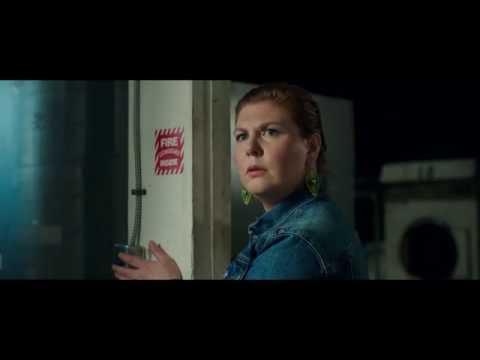 """CUANDO LAS LUCES SE APAGAN - Switch 30"""" (Doblado) - Oficial Warner Bros. Pictures"""