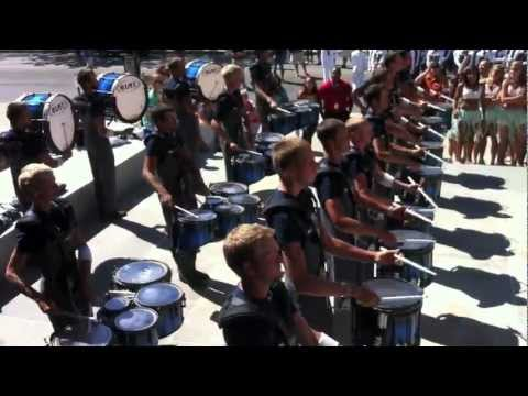 Drumline Battle : Pacific Crest vs Blue Star  - DCI Parade, Indianapolis
