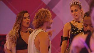 BBB19: Durante a Festa COSPLAY, Carolina revela vontade de beijar BROTHER e surpeende Isabella