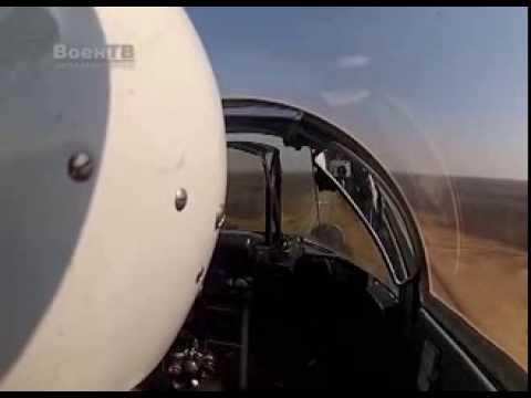 Как это было. Военный летчик сажает боевой истребитель на трассу М1. Видео из кабины пилота