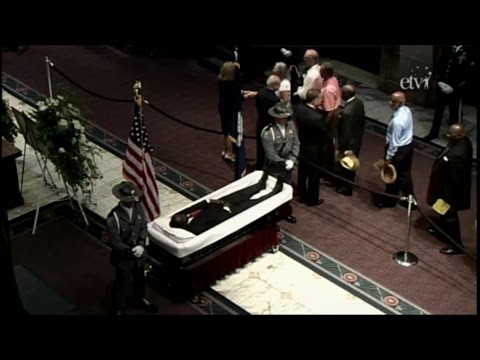 Hundreds of People Pay Respects to Rev. Clementa Pinckney, Who Was Killed in SC Church Shooting