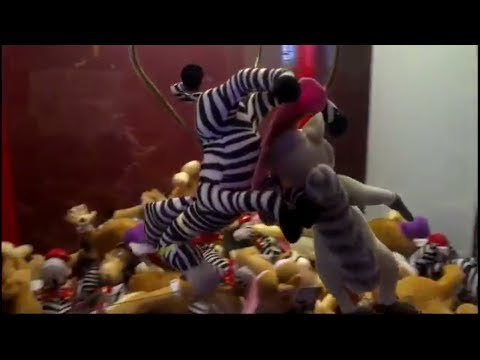 Claw Machine: 15 Madagascar 3 Wins! Capturing Europe's MOST WANTED!