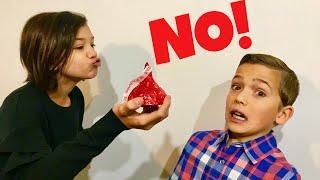 DON'T GET KISSED! HIDE & SEEK