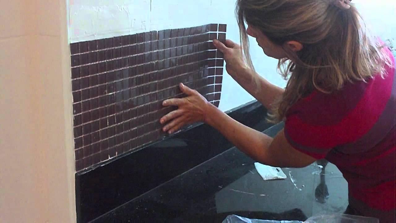 Coloca o de pastilhas vitrificadas youtube - Como aplicar microcemento sobre azulejos ...