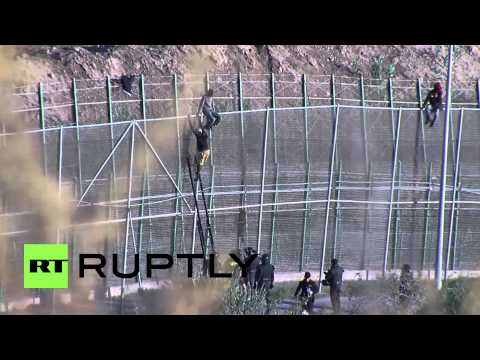 Spain: Watch hundreds of migrants try to enter Europe by jumping border fence