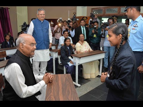 President Kovind gets science lessons in Dantewada, Chhattisgarh