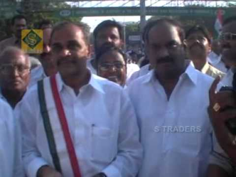 Ysr Song Chukkallo Chandrudavo video